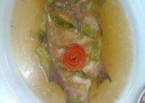 Steamed whole lapu-lapu w/white Chinese Sauce